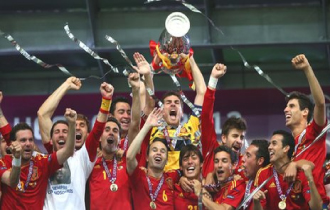 Spain celebrate their UEFA Euro 2012 victory