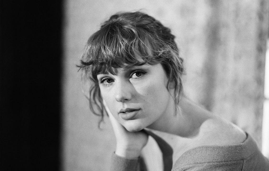 Swift's new headshot on social media accounts